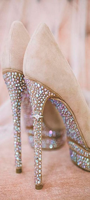 Customizar sapatos de salto com strass