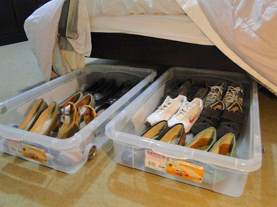 Coloque os sapatos em caixas