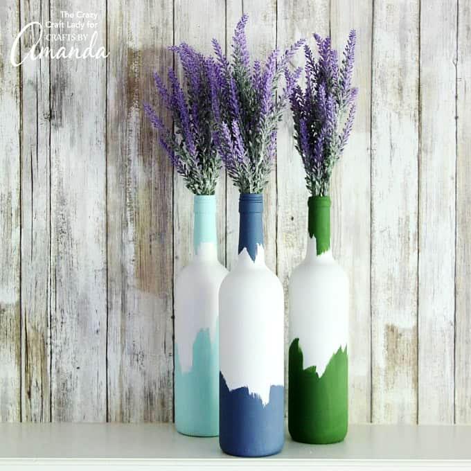 Vasos decorativos feitos com garrafas de vidro