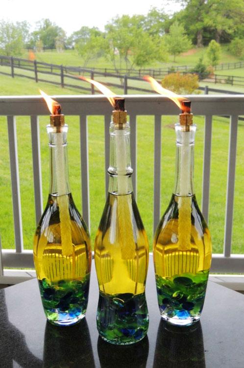 Tochas decorativas feitas com garrafas de vidro