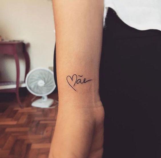 Tatuagens com o nome mãe