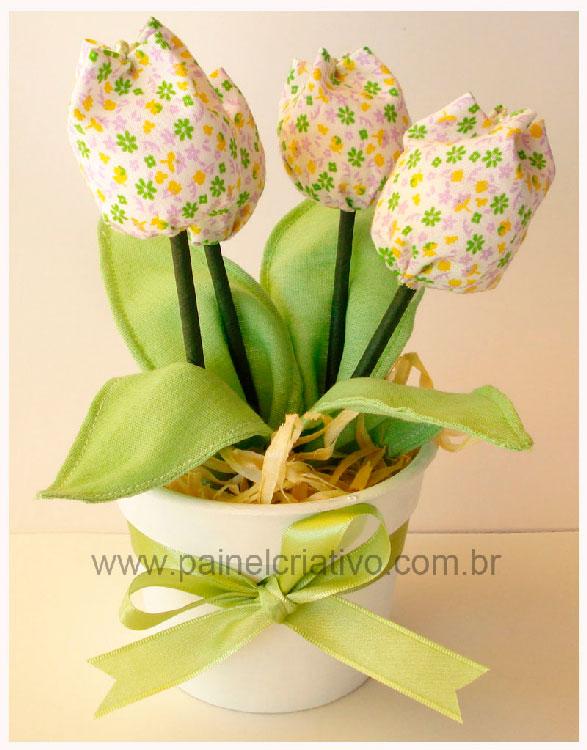 Vasinho de tulipas de tecido para mãe