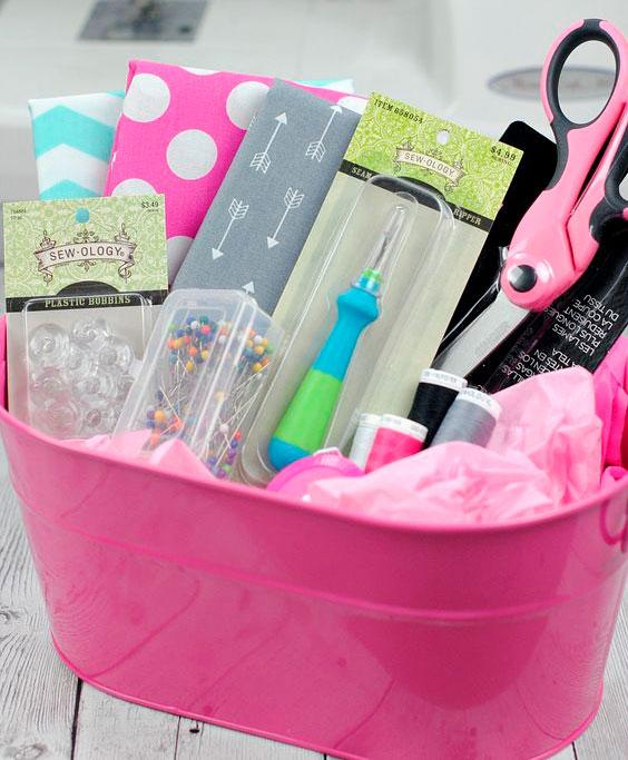 Cesta de materiais de costura para o Dia das Mães