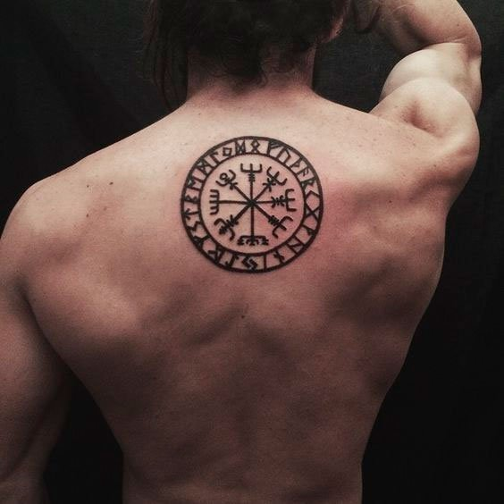Tatuagem para as costas masculina viking